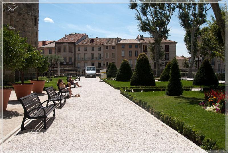Парк у стен собора