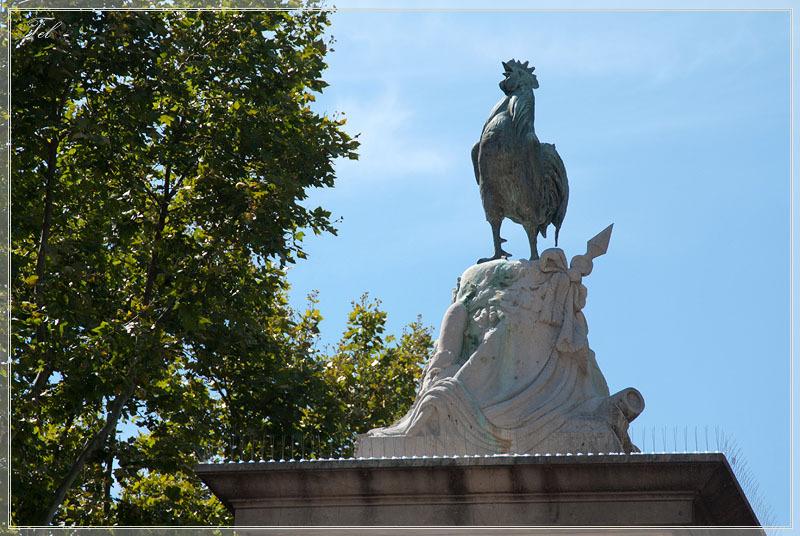 Нарбонна. Памятник на площади