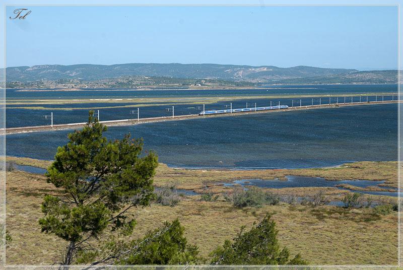 Железная дорога на озере