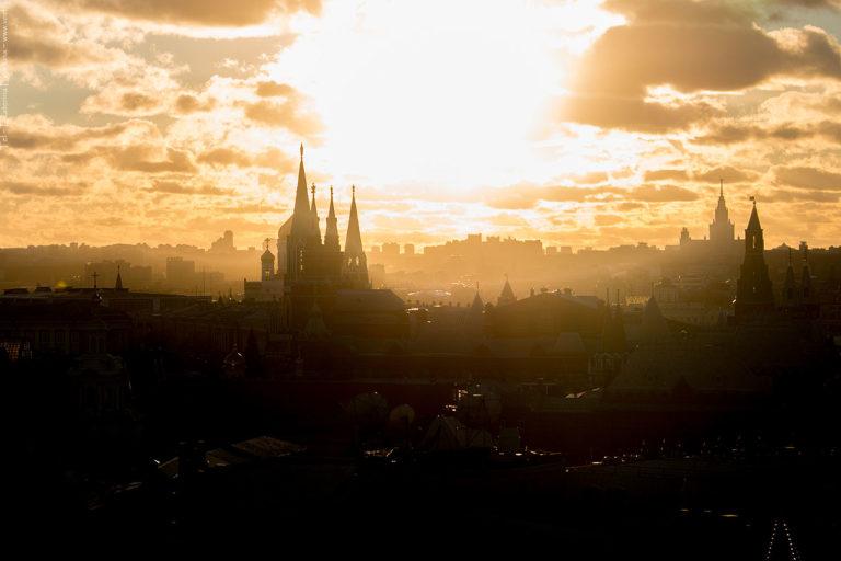 Фото: Москва златоглавая на закате.